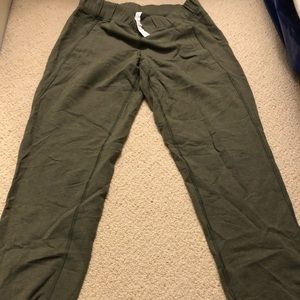Lululemon green sweatpants